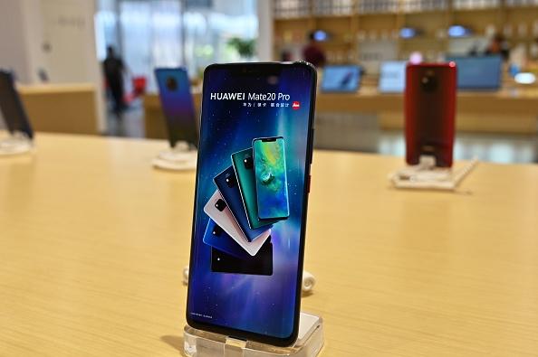 Huawei ne pourra plus préinstaller sur ses mobiles les applications Facebook