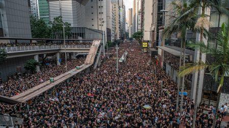 Hong-Kong: près de 2 millions de manifestants contre le projet de loi sur l'extradition demandent la démission de la cheffe du gouvernement