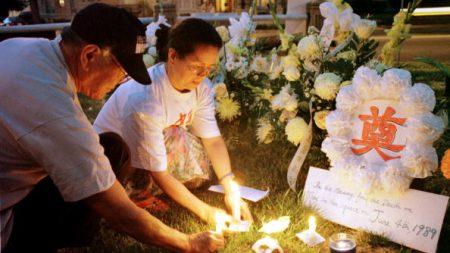 Des militants commémorent Tiananmen devant l'ambassade chinoise de Washington